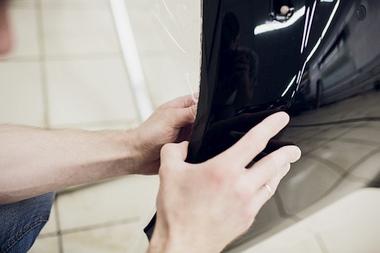 Oklejanie samochodów folią reklamową