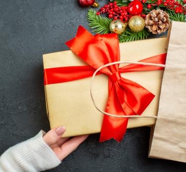 Jak kreatywnie zapakować prezenty